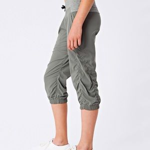 Lululemon Ivivva Live to Move Crops